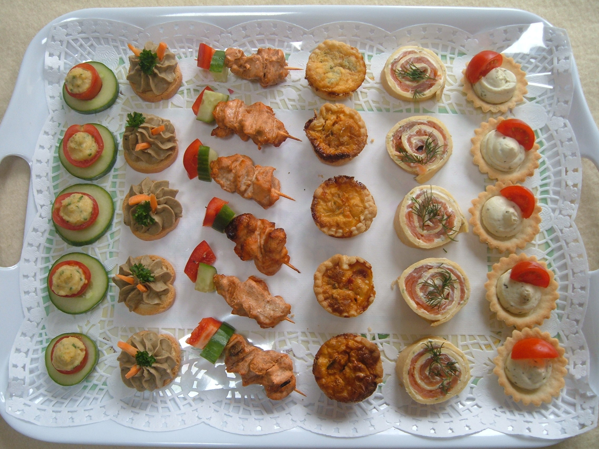 Canapes drinks parties for Canape companies